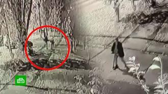 На Урале перепивший мужчина ударил школьника ногой иотобрал унего самокат