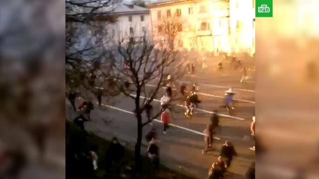 МВД сообщило о нападениях на силовиков в Минске.Белоруссия, Минск, беспорядки, митинги и протесты.НТВ.Ru: новости, видео, программы телеканала НТВ