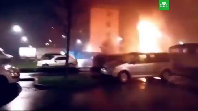 Поджоги машин иподпольные вечеринки: французы вновогоднюю ночь массово нарушали запреты.Новый год, Франция, беспорядки, карантин, пожары.НТВ.Ru: новости, видео, программы телеканала НТВ