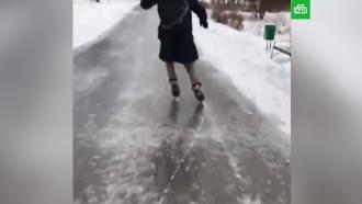Москвичи прокатились на коньках по обледеневшей улице