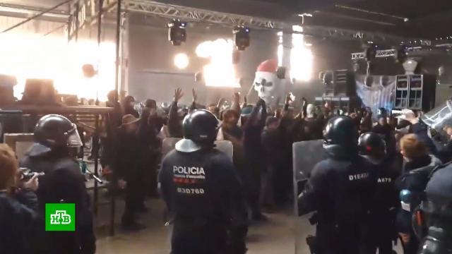 На заводах ив церквях: европейцы массово встречали Новый год на подпольных вечеринках.Великобритания, Испания, Новый год, Франция, карантин, коронавирус, штрафы.НТВ.Ru: новости, видео, программы телеканала НТВ