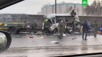 На Новорижском шоссе грузовик влетел вколонну военных автобусов: двое погибших