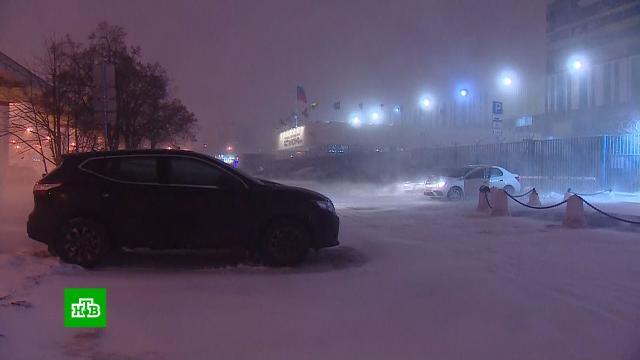 Москва встала в8-балльных пробках после ночного снегопада.Москва, автомобили, погода, пробки, снег.НТВ.Ru: новости, видео, программы телеканала НТВ