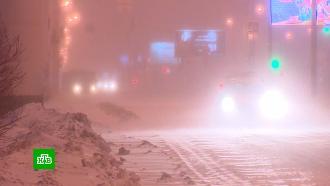 Мощный снегопад осложнил ситуацию на московских дорогах
