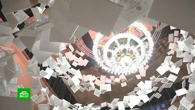 Инсталляция из дипломов американских вузов стала самым дорогим арт-объектом в мире.Нью-Йорк, США, вокзалы, вузы, искусство, образование.НТВ.Ru: новости, видео, программы телеканала НТВ