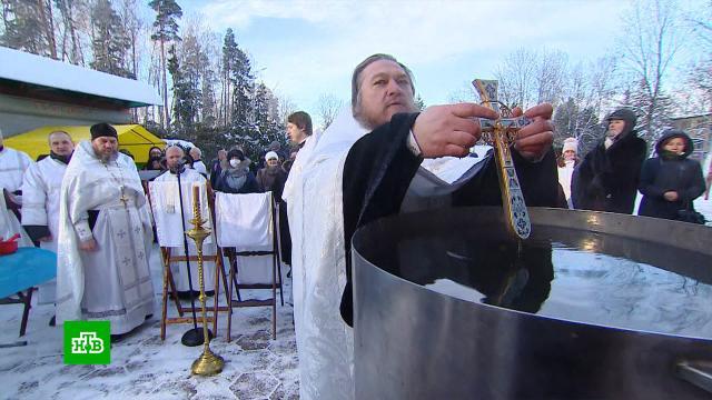 Бойцы РВСН вПодмосковье устроили крещенские купания вледяной воде