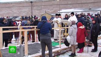 Сотни петербуржцев окунаются вкрещенских купелях