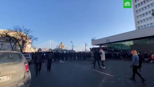 На несанкционированную акцию вХабаровске иВладивостоке вышли несколько сотен человек.Владивосток, Навальный, Хабаровск, митинги и протесты.НТВ.Ru: новости, видео, программы телеканала НТВ
