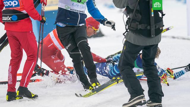 Российских лыжников лишили бронзы КМ за неспортивное поведение.Первую команду России обвинили в неспортивном поведении и лишили бронзовых медалей этапа Кубка мира по лыжным гонкам.лыжный спорт, скандалы.НТВ.Ru: новости, видео, программы телеканала НТВ