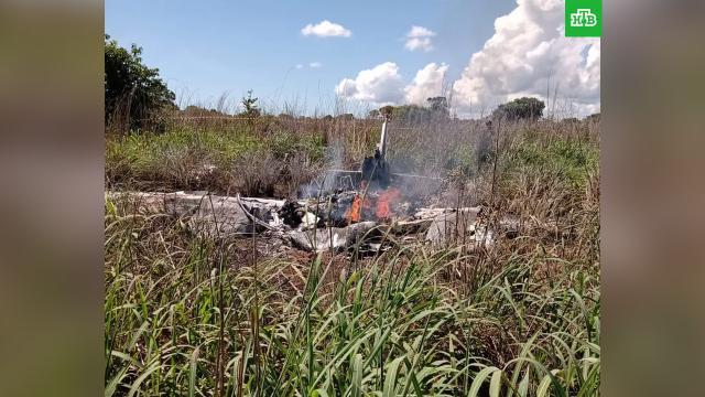 Четыре футболиста и президент клуба погибли в авиакатастрофе в Бразилии.В Бразилии разбился самолет с футболистами клуба «Пальмас».Бразилия, авиационные катастрофы и происшествия, футбол.НТВ.Ru: новости, видео, программы телеканала НТВ