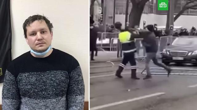 Петербуржец извинился за избиение полицейских во время митинга.Навальный, Санкт-Петербург, Следственный комитет, драки и избиения, митинги и протесты, полиция.НТВ.Ru: новости, видео, программы телеканала НТВ