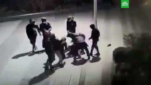 Толпа жестоко избила 14-летнего украинца у Эйфелевой башни.Франция, дети и подростки, драки и избиения.НТВ.Ru: новости, видео, программы телеканала НТВ