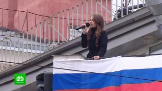 Блокадникам подарили уличный концерт