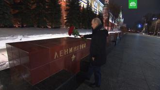 Путин возложил цветы к обелиску Ленинграда в Москве