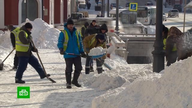Коммунальщики Владивостока вывезли из города тонны сугробов.Владивосток, Приморье, погода, гололед, погодные аномалии, зима, штормы и ураганы, снег.НТВ.Ru: новости, видео, программы телеканала НТВ