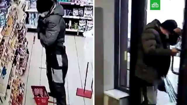Мужчина хотел похитить килограммы сыра, но попался и сбежал, разбив стеклянную дверь.Свердловская область, еда, кражи и ограбления, магазины, продукты.НТВ.Ru: новости, видео, программы телеканала НТВ