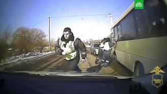 Пьяный житель Приморья угнал автобус и таранил полицейские машины