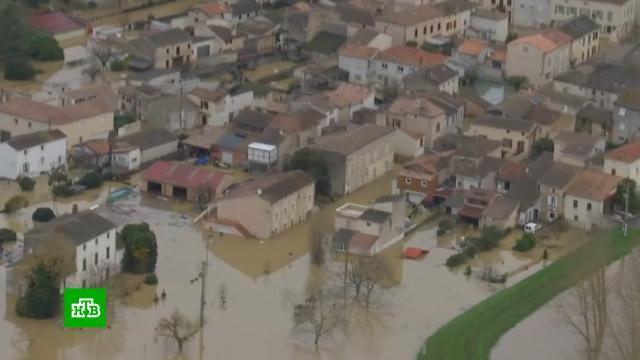 Наводнение на юге Франции сняли на видео.Франция, наводнения, реки и озера, стихийные бедствия.НТВ.Ru: новости, видео, программы телеканала НТВ