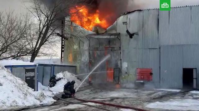 Металлический ангар горит на Варшавском шоссе.Москва, пожары.НТВ.Ru: новости, видео, программы телеканала НТВ