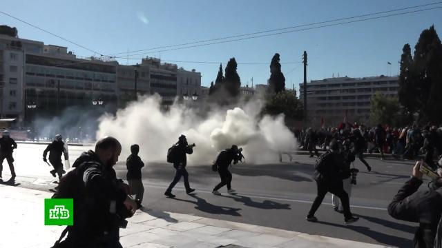 Полиция применила слезоточивый газ против студентов вАфинах.Греция, беспорядки, митинги и протесты, полиция.НТВ.Ru: новости, видео, программы телеканала НТВ