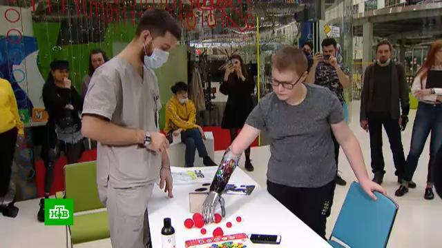 Ученые из «Сколково» помогают подросткам с протезами почувствовать себя супергероями.Сколково, дети и подростки, изобретения, инвалиды, комиксы, технологии.НТВ.Ru: новости, видео, программы телеканала НТВ