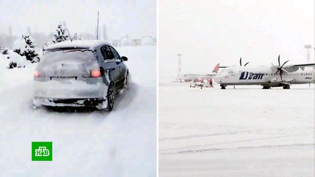 Аэропорт Краснодара приостановил работу из-за снегопада.Краснодар, Крым, зима, погода, погодные аномалии, снег.НТВ.Ru: новости, видео, программы телеканала НТВ