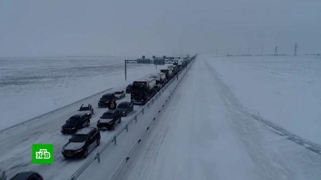 Разгул стихии: вКрыму устраняют последствия мощного снегопада