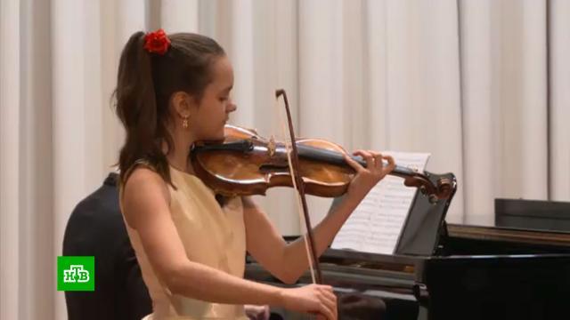 Одаренной <nobr>11-летней</nobr> скрипачке из Подмосковья подарили уникальный инструментXIX века