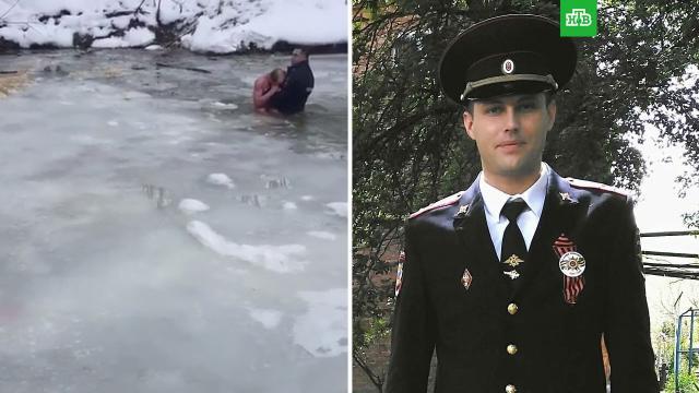 Полицейский вытащил утопающего из реки, сломав лед руками.Краснодарский край, МВД.НТВ.Ru: новости, видео, программы телеканала НТВ