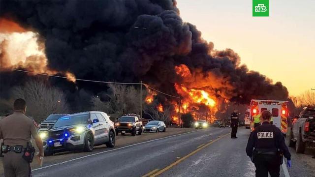 Взрыв прогремел в Техасе при столкновении поезда с грузовиком.НТВ.Ru: новости, видео, программы телеканала НТВ
