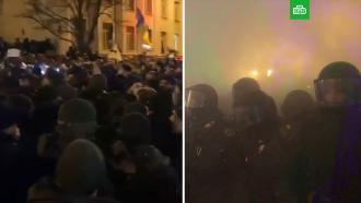 Уофиса Зеленского вКиеве произошли столкновения между силовиками инационалистами