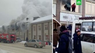 На Алтае люди выпрыгивали из горящего торгового центра