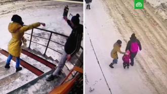 Жительница Подмосковья била чужих детей ибросалась на прохожих