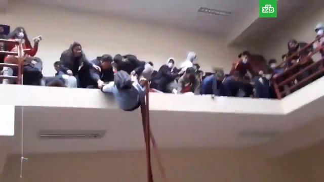 Гибель студентов вболивийском университете сняли на видео.Боливия, вузы, несчастные случаи, смерть.НТВ.Ru: новости, видео, программы телеканала НТВ
