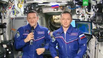 Космонавты сМКС поздравили женщин с8Марта