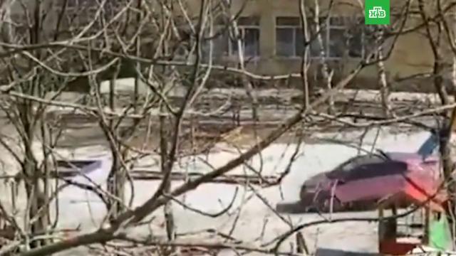 Пьяный водитель устроил гонку во дворе детского сада во Владивостоке.Владивосток, автомобили, пьяные.НТВ.Ru: новости, видео, программы телеканала НТВ