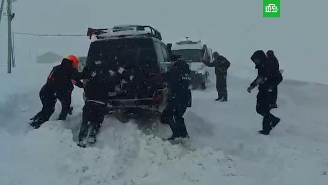 Дороги заблокированы, нет света: снегопад оставил села Дагестана без электричества
