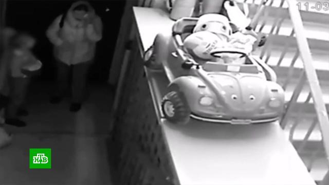 «Предложили вытереться половой тряпкой»: сосед рассказал, как бабушка имама избили девочку.Московская область, дети и подростки, драки и избиения.НТВ.Ru: новости, видео, программы телеканала НТВ