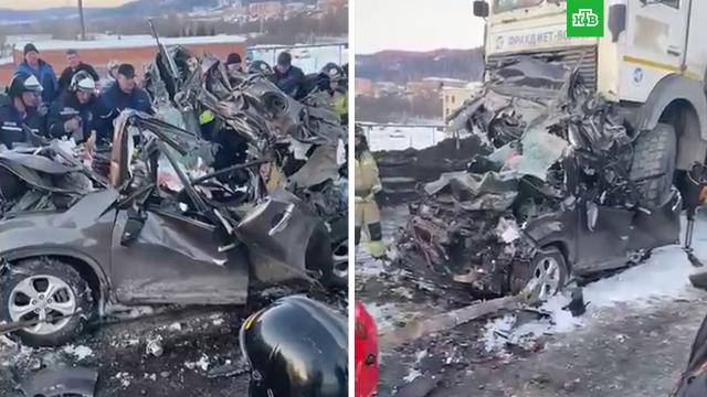 Два грузовика раздавили легковушку вЧелябинской области.НТВ.Ru: новости, видео, программы телеканала НТВ