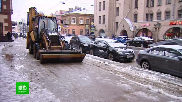 В Петербурге ликвидируют последствия снегопада с дождем.ЖКХ, Санкт-Петербург, весна, пробки, снег.НТВ.Ru: новости, видео, программы телеканала НТВ