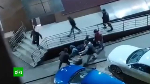 «Подтянулась толпа, пошли разборки»: избитый вСтаврополе отец рассказал подробности нападения.Ставрополь, больницы, дети и подростки, драки и избиения, нападения.НТВ.Ru: новости, видео, программы телеканала НТВ