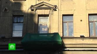 ВПетербурге куски лепнины ибалкона чудом не обрушились на прохожих