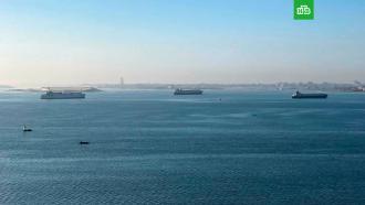 Движение по Суэцкому каналу возобновляется после ЧП сконтейнеровозом