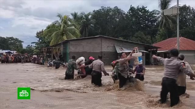ВИндонезии иВосточном Тиморе более 50человек погибли из-за наводнений иоползней.Индонезия, наводнения, стихийные бедствия.НТВ.Ru: новости, видео, программы телеканала НТВ