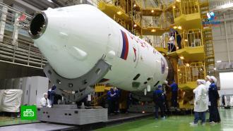 На стартовой площадке Байконура установили ракету с портретом Гагарина