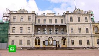 Чиновники проверили, как реставраторы преображают Гатчинский дворец
