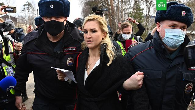 Врача Навального задержали возле колонии вПокрове.Навальный, журналистика, задержание, тюрьмы и колонии.НТВ.Ru: новости, видео, программы телеканала НТВ