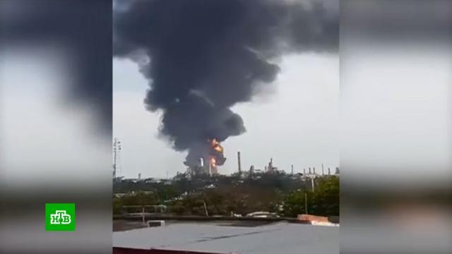 При пожаре на НПЗ в Мексике прогремело шесть взрывов.Мексика, взрывы, пожары.НТВ.Ru: новости, видео, программы телеканала НТВ