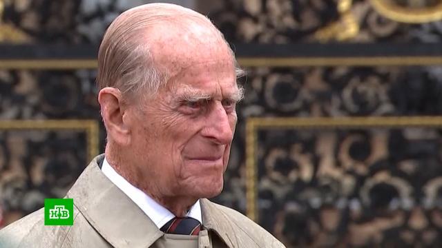 Британцы несут цветы кБукингемскому дворцу впамять опринце Филиппе.Великобритания, Елизавета II, монархи и августейшие особы, смерть.НТВ.Ru: новости, видео, программы телеканала НТВ