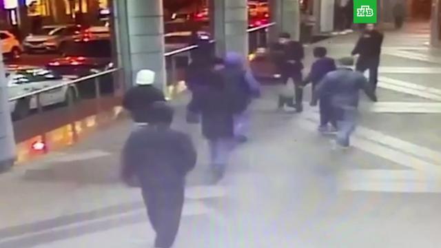 Иностранцев задержали после драки со стрельбой вцентре Петербурга.Санкт-Петербург, драки и избиения, задержание.НТВ.Ru: новости, видео, программы телеканала НТВ